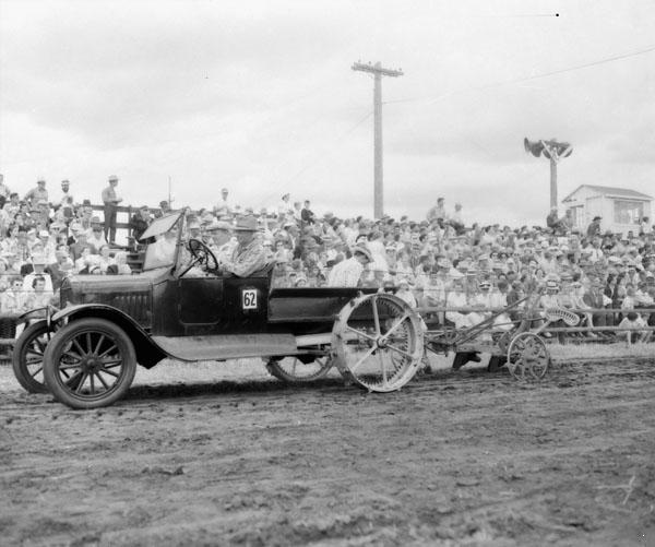 Ford T adaptado como tractor